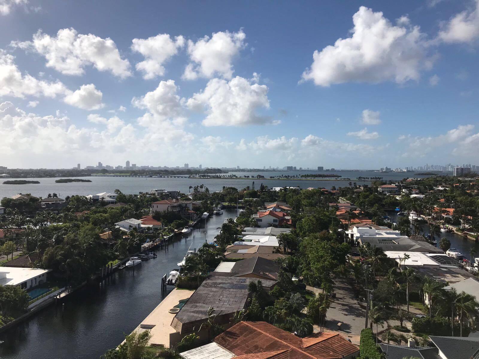SOUS CONTRAT : 2500 NE 135 St, FL 33181, North Miami