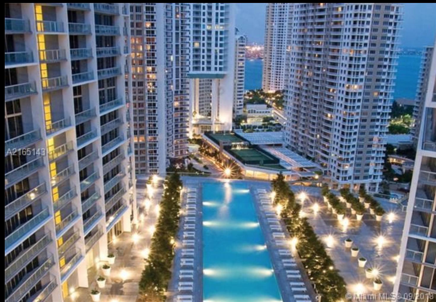 A Vendre : Appartement à ICON BRICKELL avec vue directe sur l'eau !